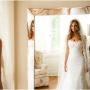 Невеста в отражении зеркала
