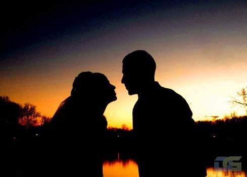Влюблённые на закате в Сочи